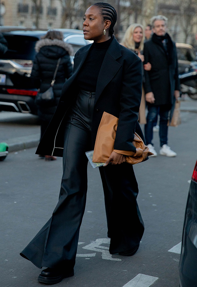 Photograph of a Paris Fashion Week showgoer carrying a large clutch